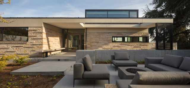 Modern Seattle home project by MINIMAL Glass + Door