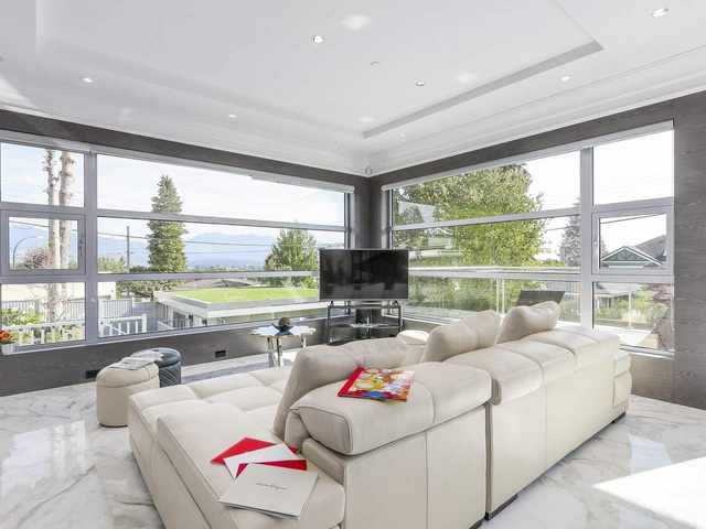 Living room with large horizontally aligned windows.