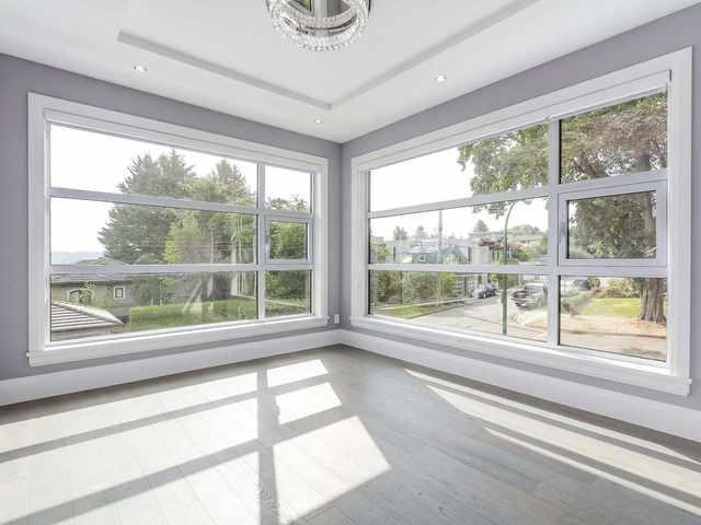 Room with horizontal windows.