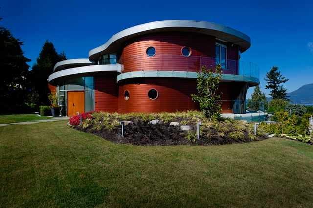 Exterior view of modern Vancouver, BC residence.